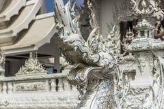 在白色寺庙的龙头,泰国 库存照片