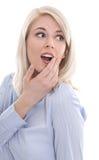 在白色惊奇的金发碧眼的女人被隔绝的画象。 免版税库存图片