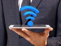 在白色数字式片剂的Wifi标志 3d翻译 免版税库存照片
