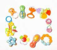 在白色新出生的塑料玩具隔绝的套  库存照片