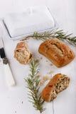 在白色木背景的Ciabatta面包 免版税库存照片