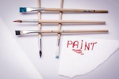 绘在白色板料和画笔的词 免版税库存照片