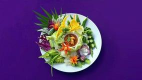 在白色板材的亚洲食物在紫色背景 免版税图库摄影