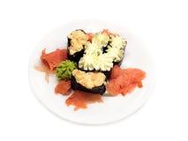 在白色板材的寿司在白色背景特写镜头 图库摄影