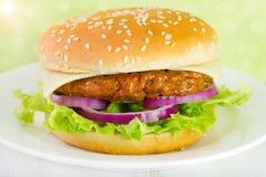 在板材的汉堡包 库存照片