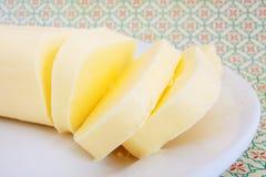 在白色板材的黄油 图库摄影