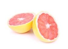 在白色查出的切的红色葡萄柚 免版税库存照片