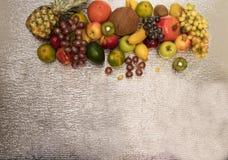 在白色查出的异乎寻常的果子的分类 免版税库存图片