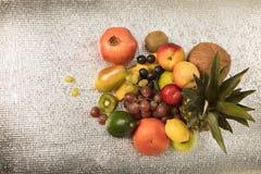 在白色查出的异乎寻常的果子的分类 免版税图库摄影