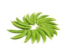 在白色查出的新鲜的绿豆 库存图片