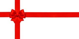 在白色查出的红色丝带弓 礼品券概念 免版税库存图片