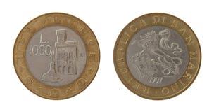 在白色查出的老Sammarinese硬币 免版税库存图片