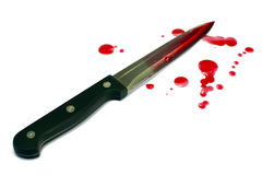 在白色查出的血淋淋的厨刀,血液下落 库存图片