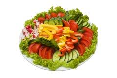 在白色查出的被切的蔬菜牌照  免版税图库摄影