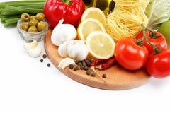 在白色查出的集合新鲜蔬菜。 免版税库存照片