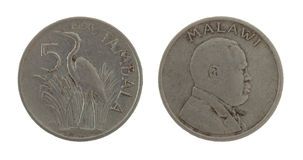 在白色查出的马拉维硬币 库存图片