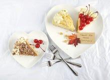 在白色桌上的感恩饼 免版税图库摄影