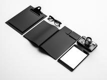 在白色桌上的经典元素 3d回报 免版税库存图片
