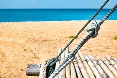 在白色沙滩,普吉岛,泰国的竹摇摆 免版税库存图片
