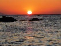 在白色海滩Puerto加莱拉角2的日落 免版税库存图片