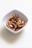 在白色浸洗的碗的Wallnut 库存图片