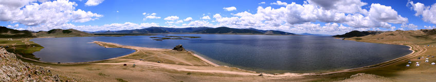 在白色湖,蒙古的风景 免版税库存照片