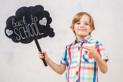 在白色演播室画象隔绝的小男孩 免版税库存照片