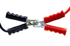 在白色电池缆绳背景、连接器在产业工作的,服务和电池的再充电力量隔绝的电池缆绳 免版税图库摄影