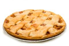 在白色的一个可口苹果饼 库存图片