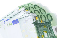 在白色的一百张欧洲钞票 100金钱 免版税库存照片
