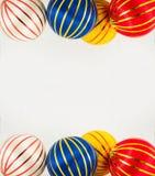 在白色的三个圣诞节球 免版税库存照片