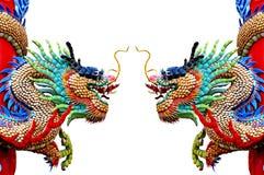 在白色的二条chinease龙雕象 免版税库存图片