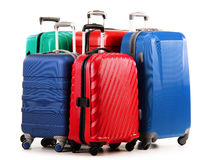 在白色的五个塑料手提箱 免版税库存照片