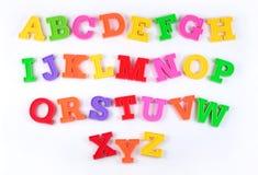 在白色的五颜六色的塑料字母表信件 库存照片