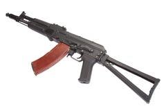 在白色的卡拉什尼科夫AK现代攻击步枪 图库摄影