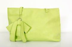 在白色的大霓虹绿色袋子 库存照片