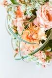 在白色的婚礼花束 免版税库存图片