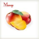 在白色的成熟芒果 免版税图库摄影
