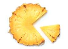 在白色的新菠萝切片 免版税库存图片