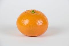 在白色的新鲜的橙色柑桔 库存照片