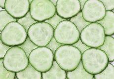 在白色的新黄瓜片式 库存照片