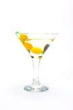 在白色的橄榄色的马蒂尼鸡尾酒鸡尾酒 免版税库存图片