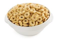 在白色的玉米片圆环 免版税库存图片