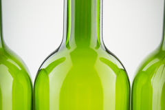 在白色的空的绿色酒瓶 免版税图库摄影