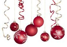 在白色的红色发光的装饰圣诞节球 库存图片