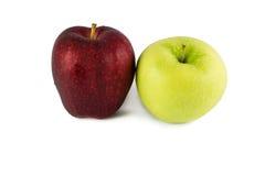 在白色的红色&绿色苹果 免版税库存图片