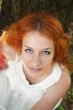 在白色的红头发人 免版税图库摄影