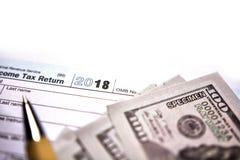 在白色的美国报税表1040 库存图片