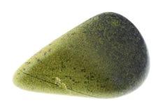 在白色的翻滚的绿帘石宝石 库存图片