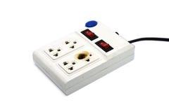 在白色的肮脏的熔化和被烧的电力输出插座 免版税库存图片
